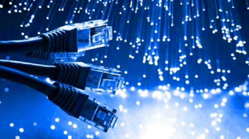 Consumidores e internautas rechazan la regulación de las redes de fibra óptica de la CNMC